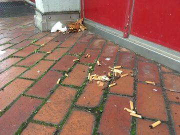 Weggeworfene Zigarettenkippen
