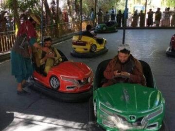 witzige Fotos von Taliban beim Autoscooter fahren zu. Oder grafisch aufwendig inszenierte Überlegungen zum modischen Schick von attraktiven sexy Taliban.Typen. Das ist ekelig. Das ist die Verniedlichung und Verharmlosung des islamistischen Terrors. Hört auf damit.